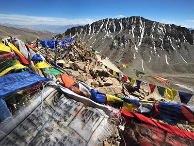 Shoestring: ReisKnaller: India, Ladakh 13 dagen; Gebedsvlaggen in een maanlandschap